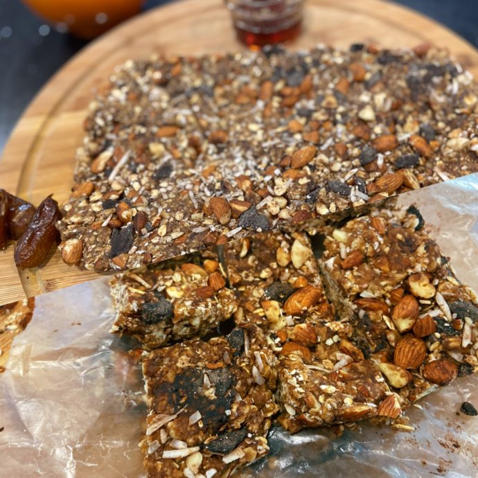 how to make easy granola bars with dates with 5 ingredients
